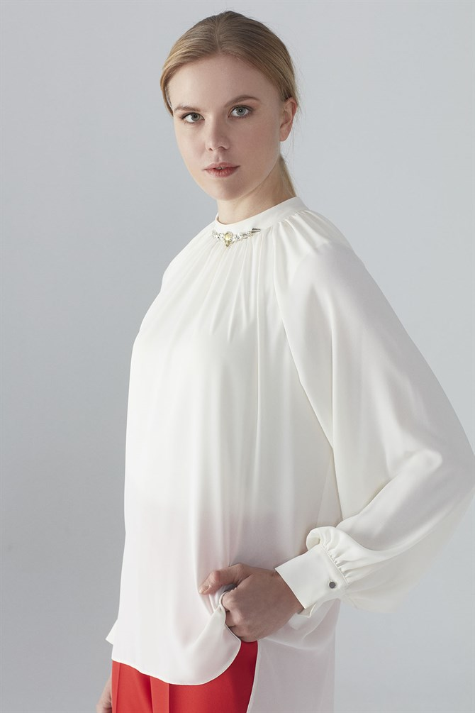 Zühre Blouse With Collar Embroidery Detail Ecru B-0050
